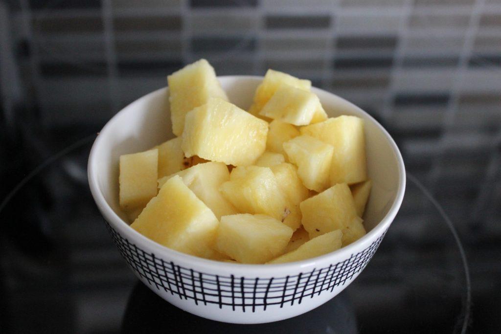Ananas Stücke in der Schale